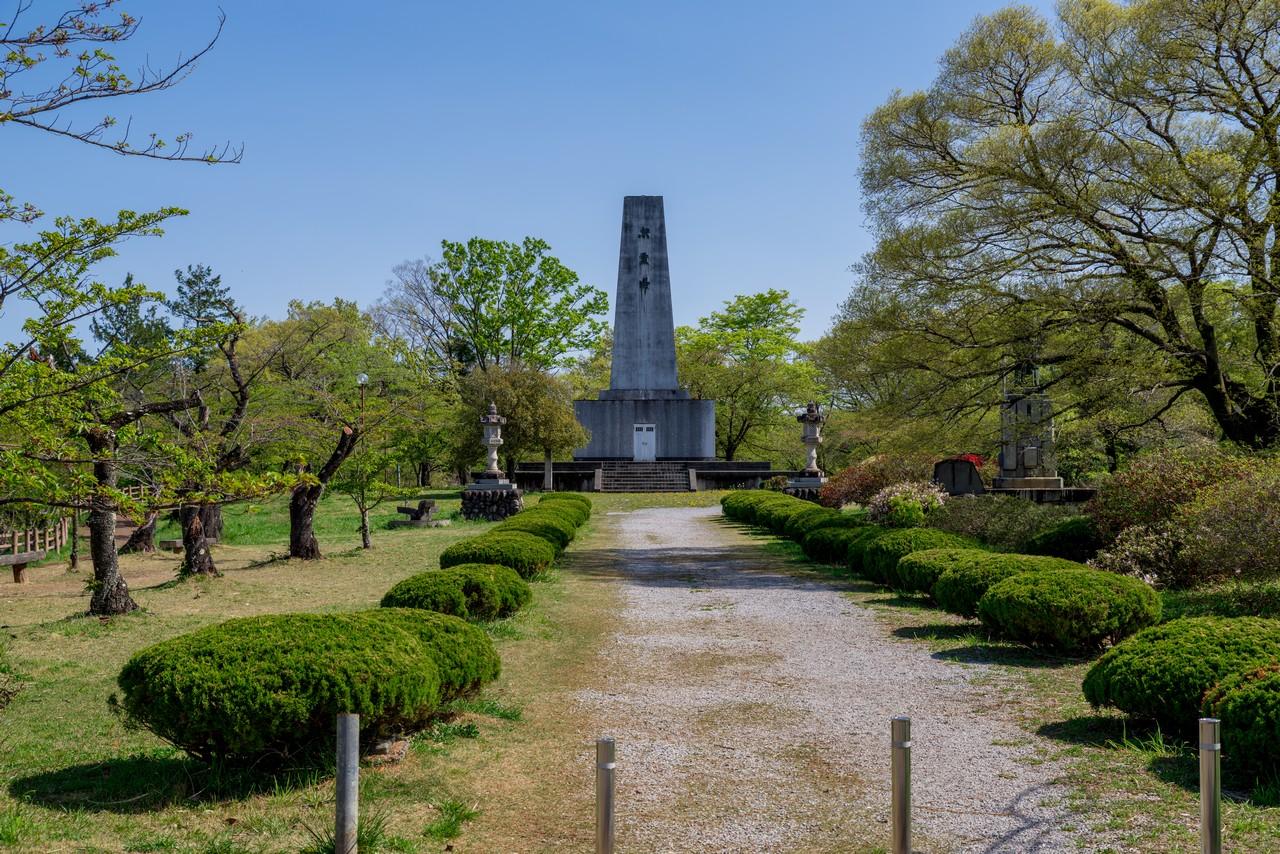 羊山公園の忠霊塔