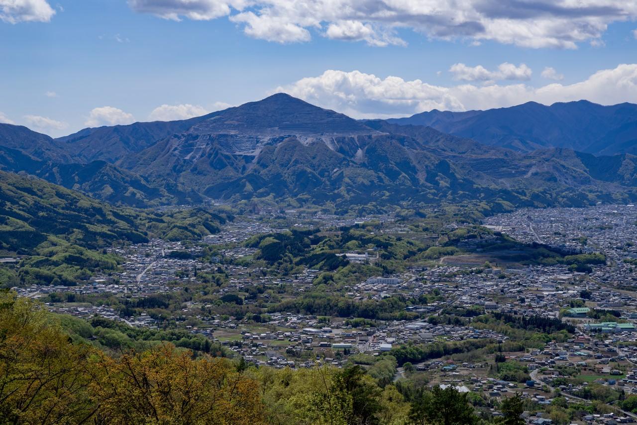 美の山公園から見た武甲山