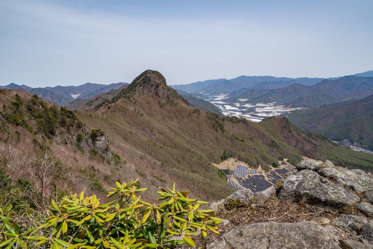 男山付近の稜線から見た天狗山