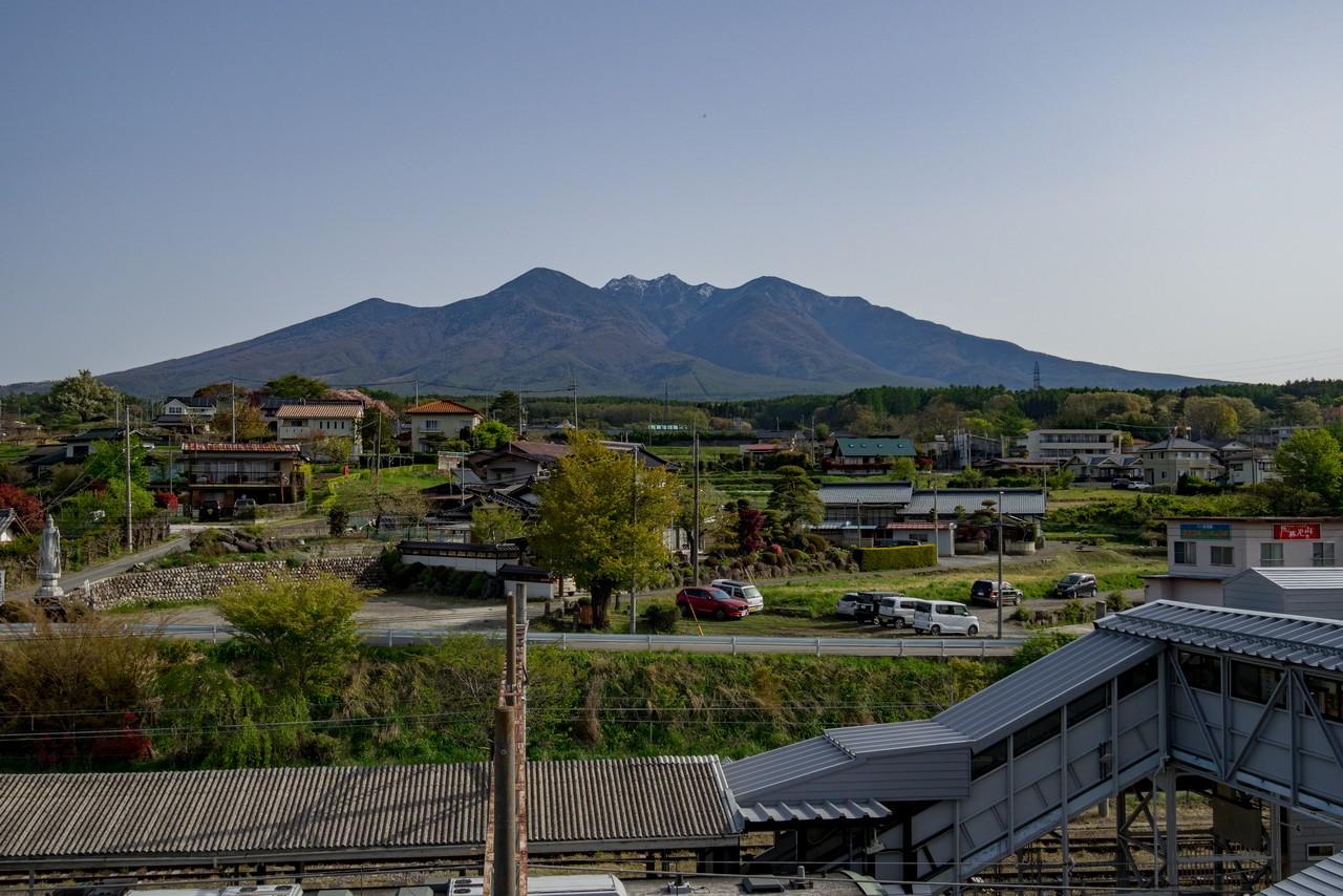 小淵沢駅の屋上から見た八ヶ岳