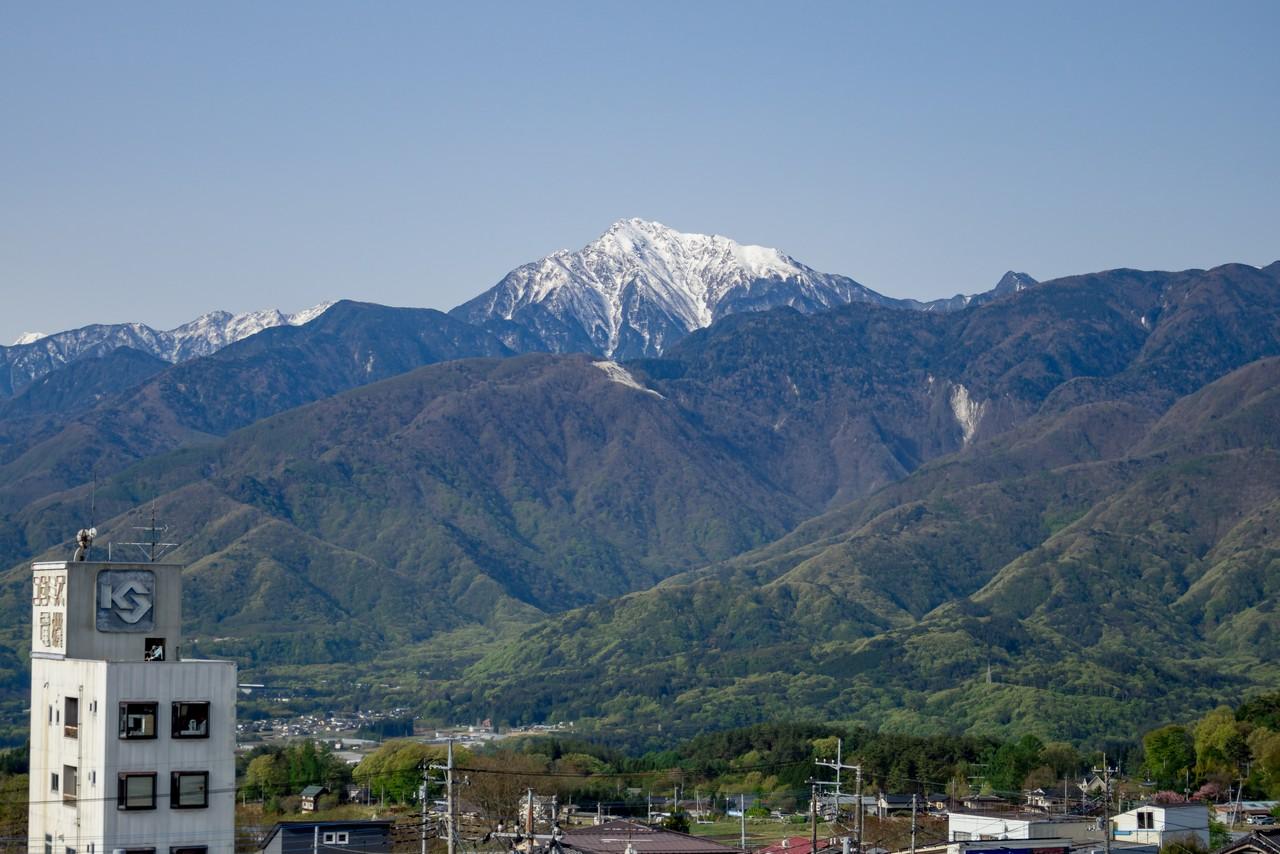 小淵沢駅の屋上から見た甲斐駒ヶ岳