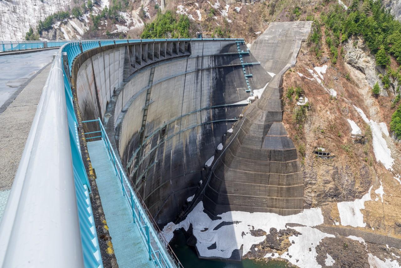 黒部ダムの堤体
