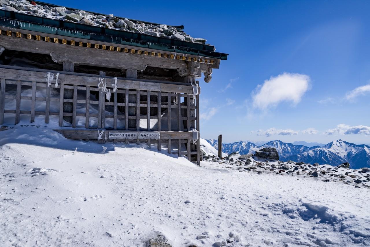 冬の雄山山頂