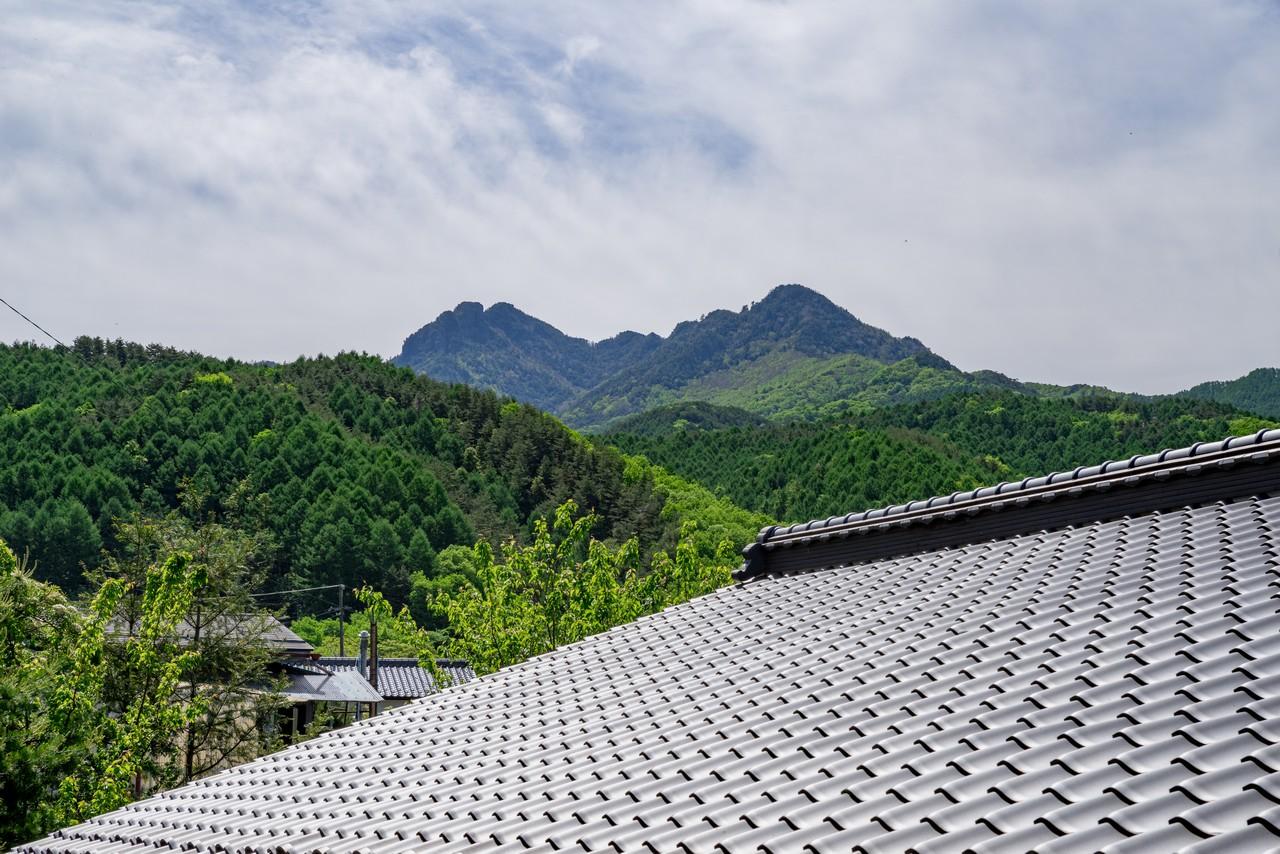 山口公民館前から見た御座山