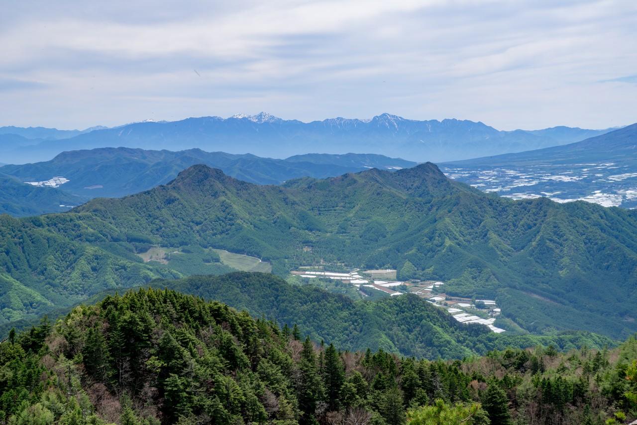 御座山から見た天狗山と男山