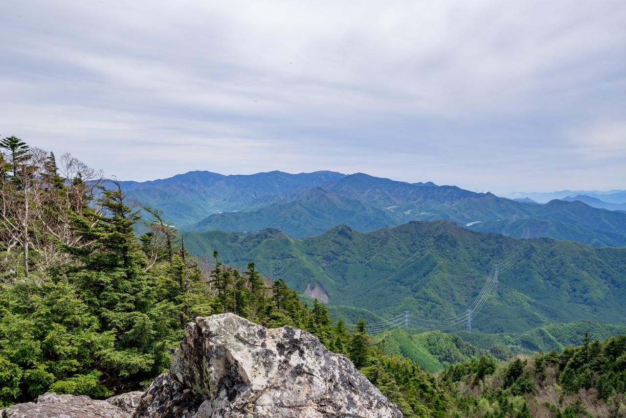 御座山から見た奥秩父山塊