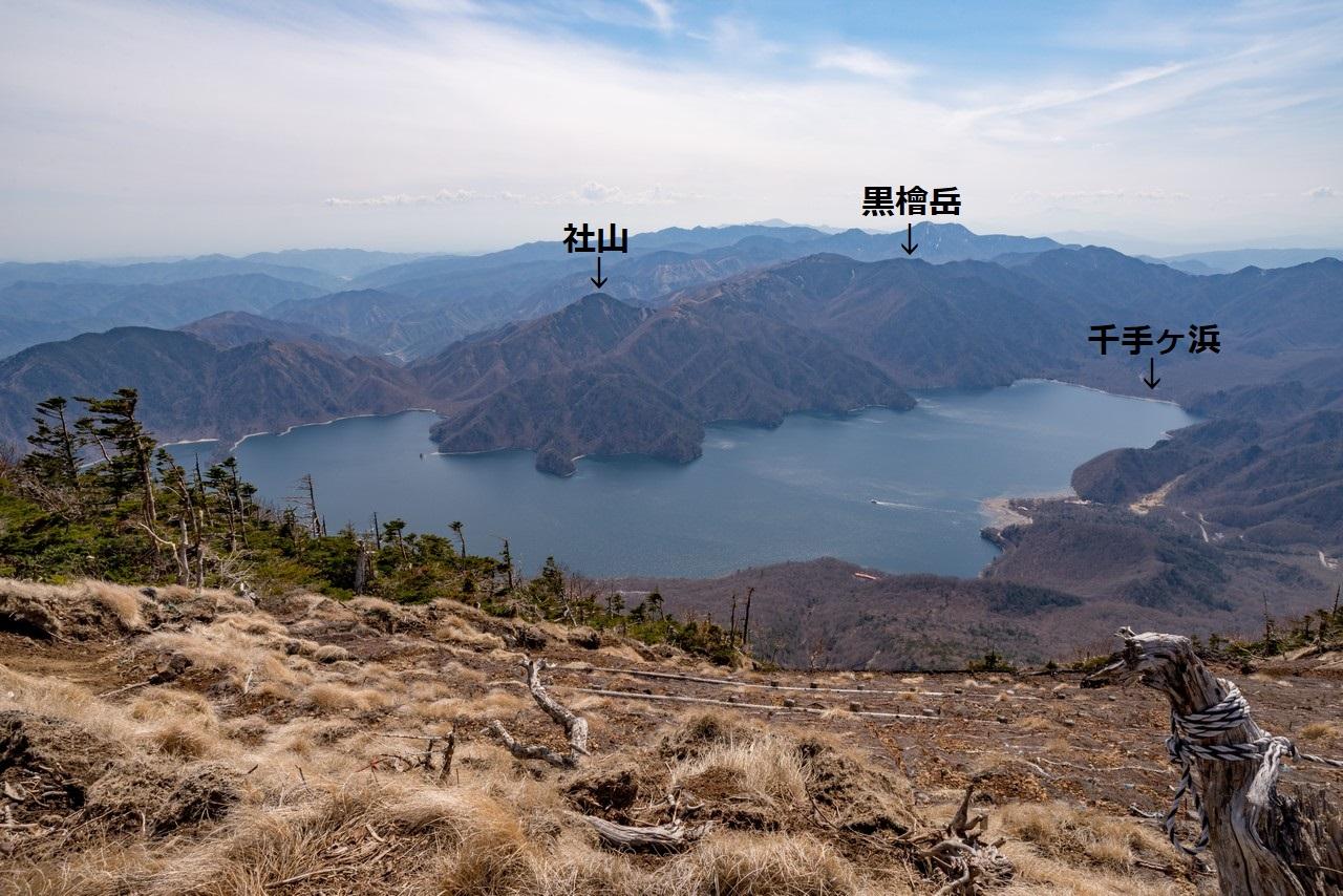 男体山の山頂から見た中禅寺湖