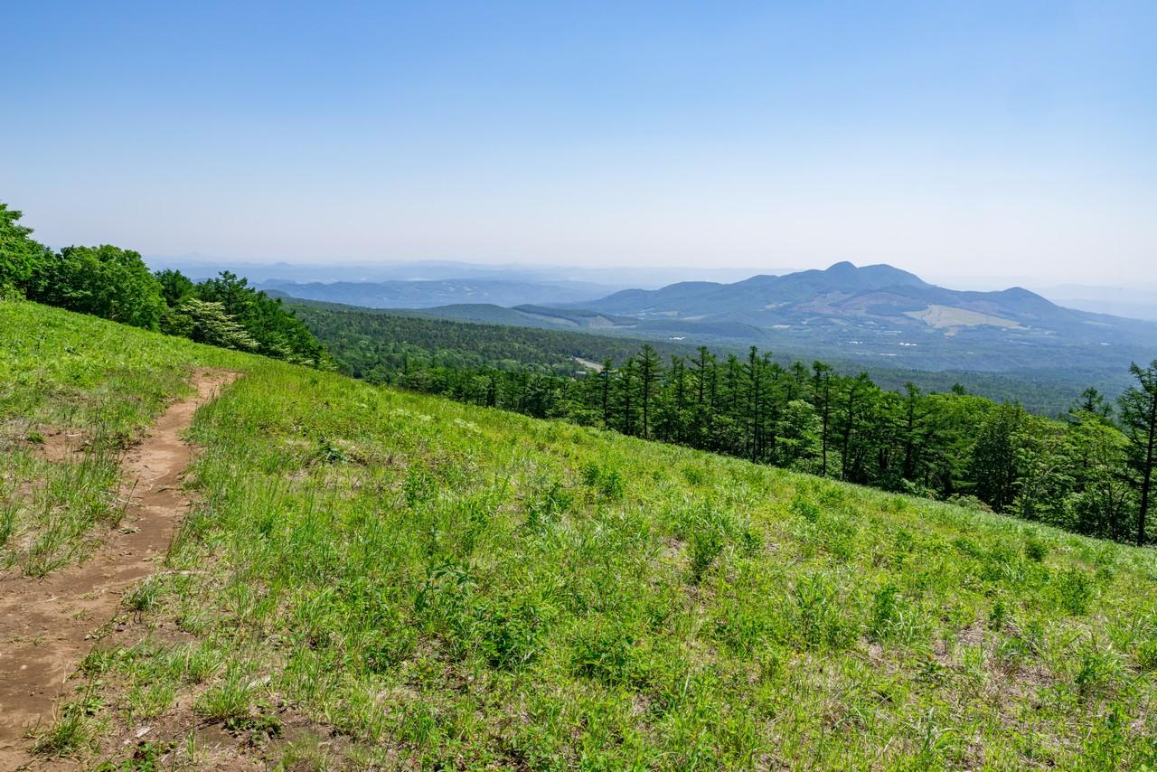 蔵王白石スキー場から見た青麻山