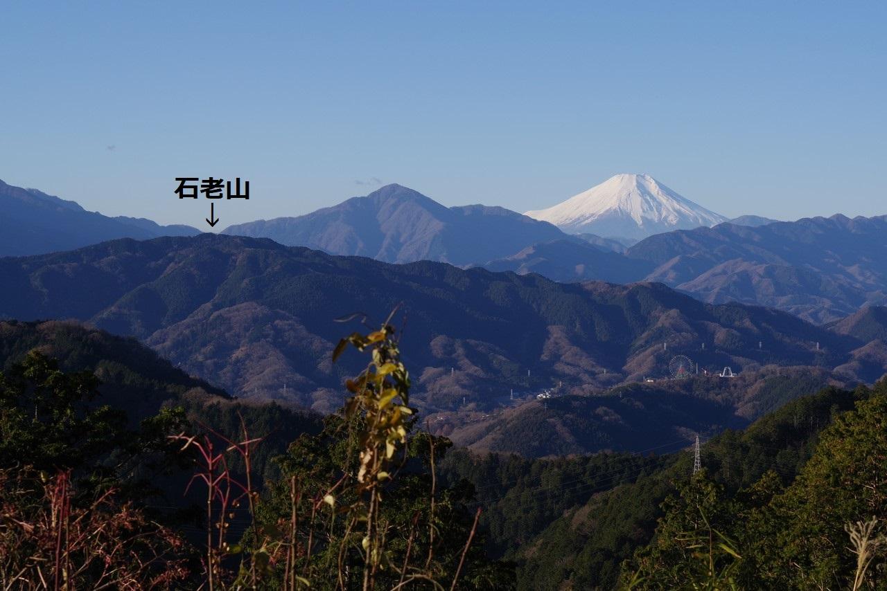 高尾山から見た石老山