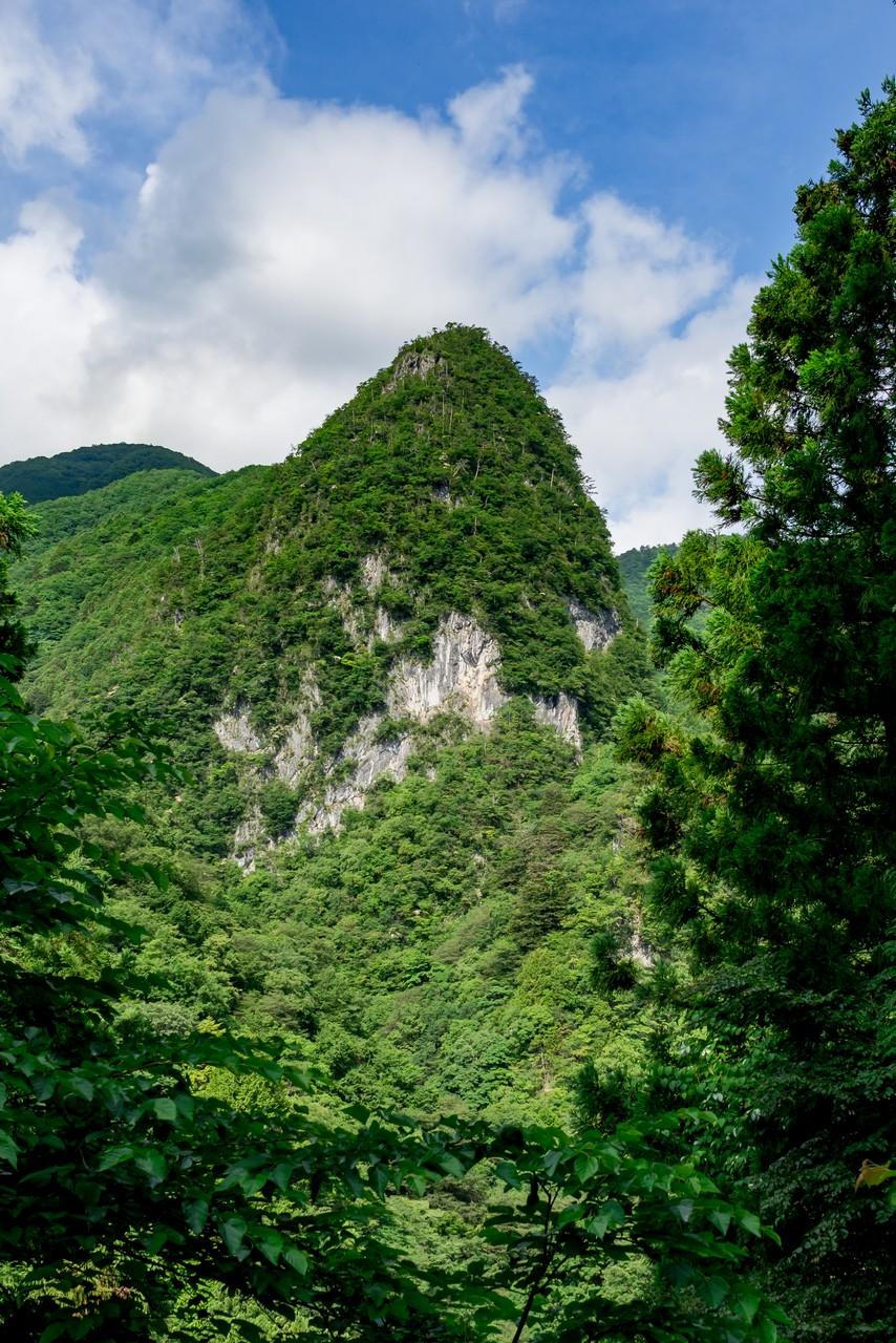 日原の稲村岩