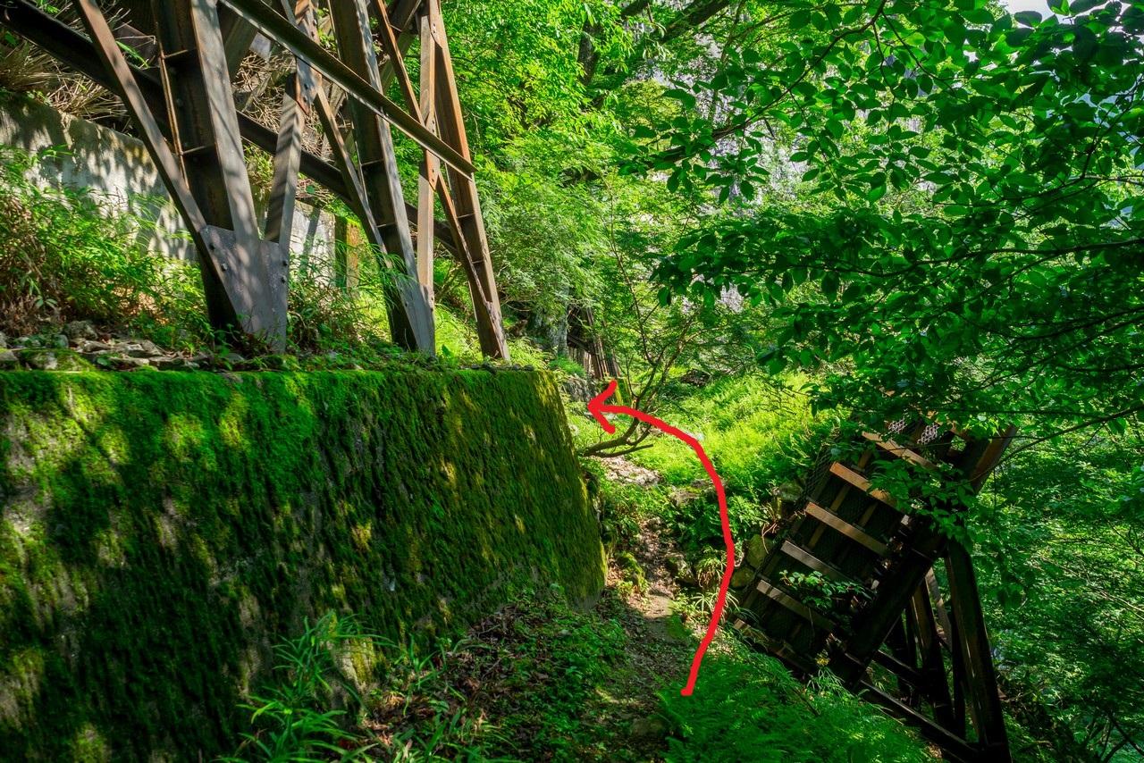 一石山神社のタワ尾根の取り付き