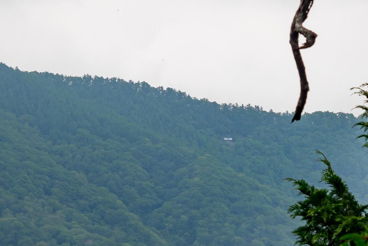 ウトウの頭付近から見た酉谷山避難小屋