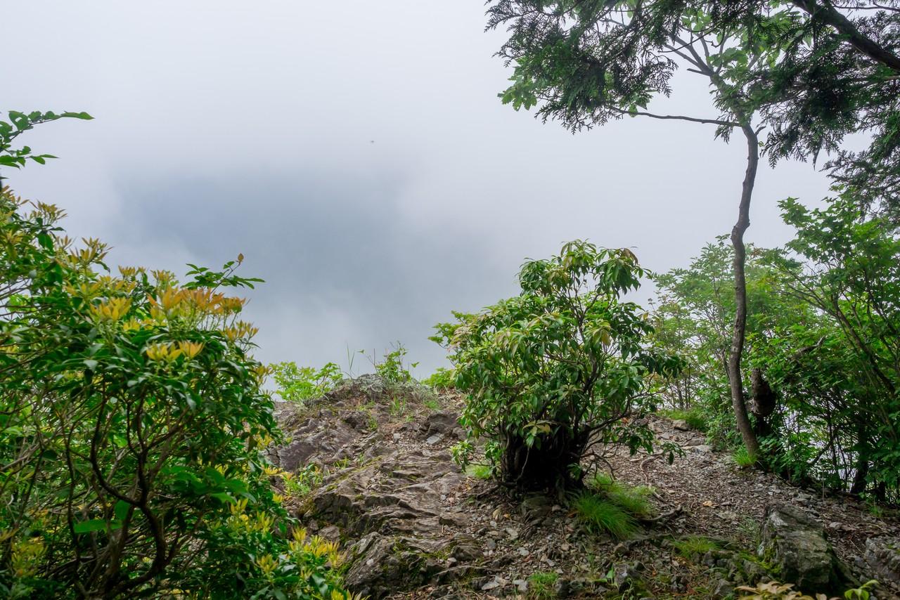 長沢背稜 ハナド岩