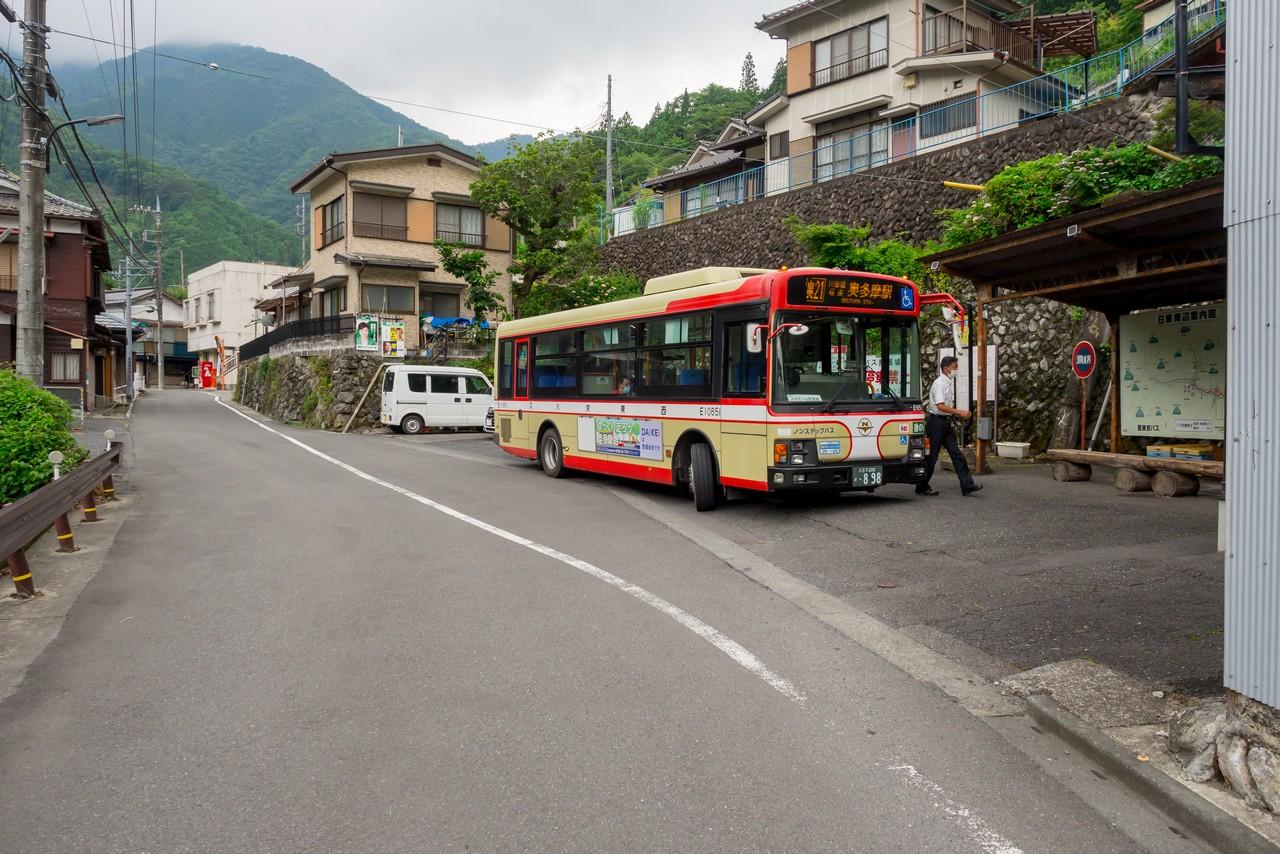 東日原バス停