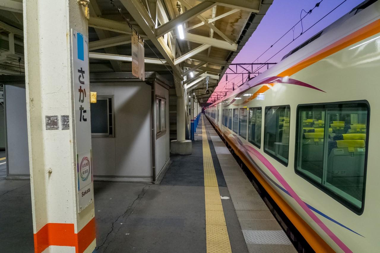 酒田駅のホーム