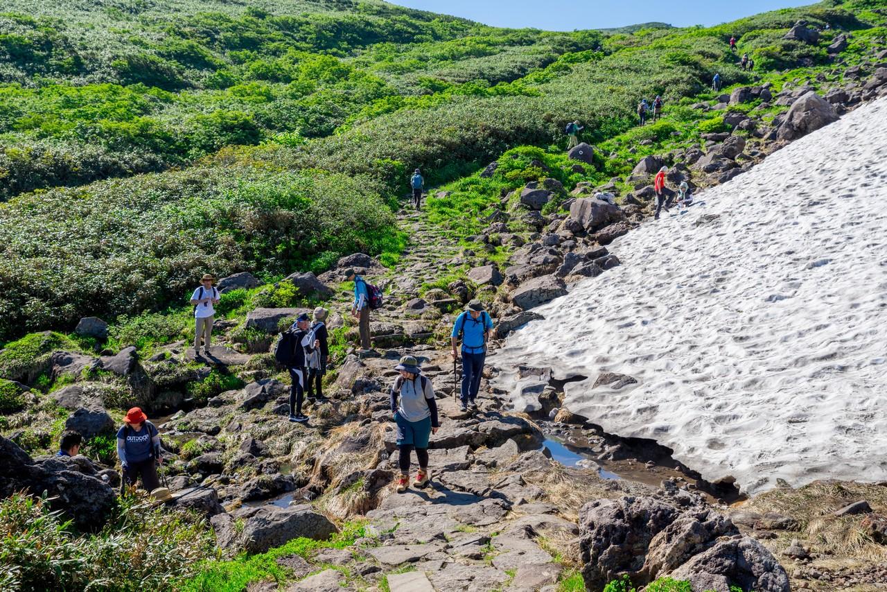 鳥海山 象潟口コースの雪渓