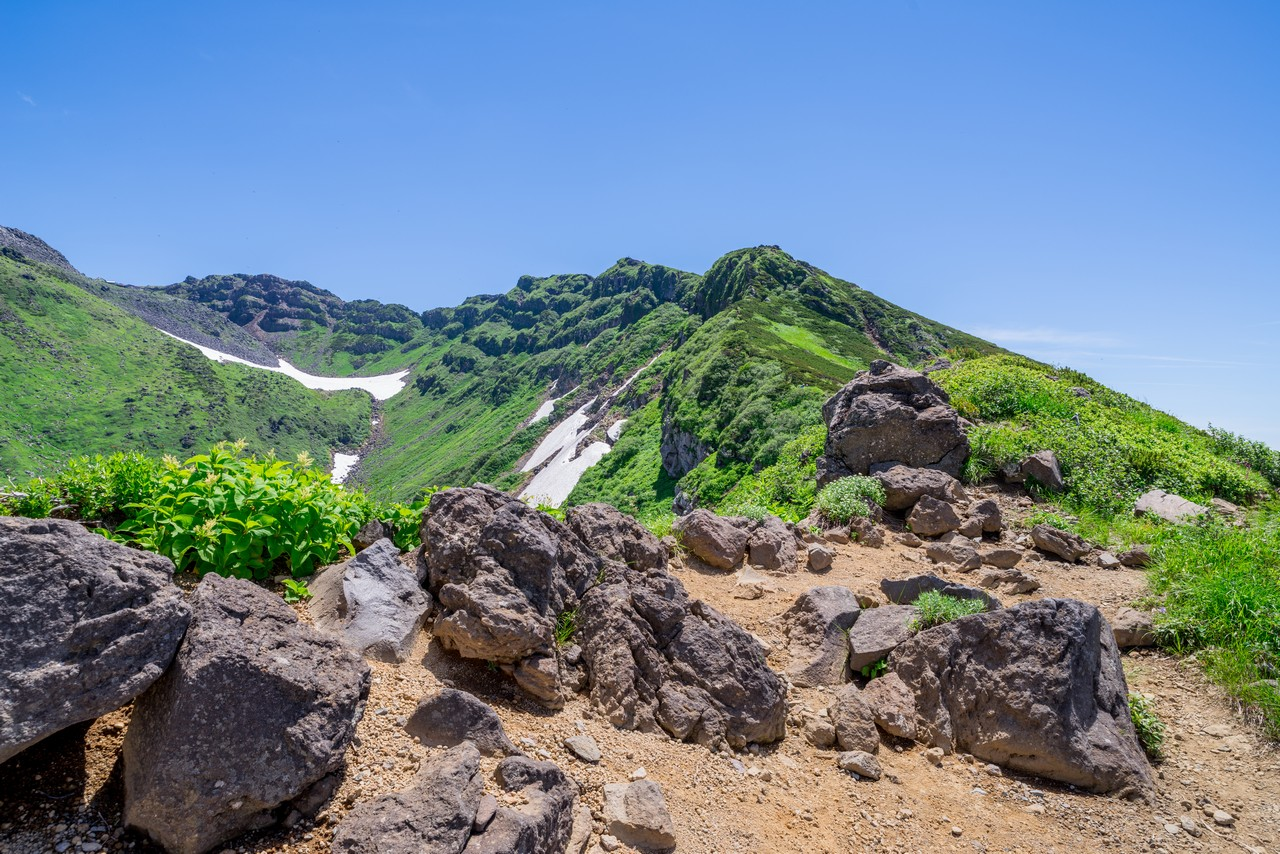 鳥海山 外輪山の登山道