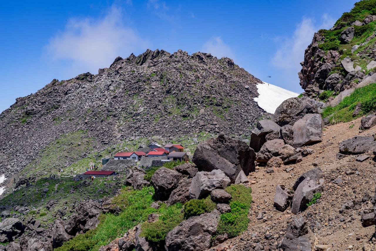 鳥海山 外輪山から見た御室小屋