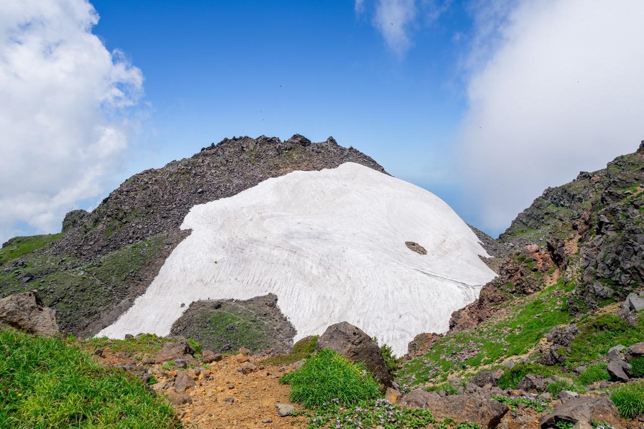 鳥海山 新山の雪渓