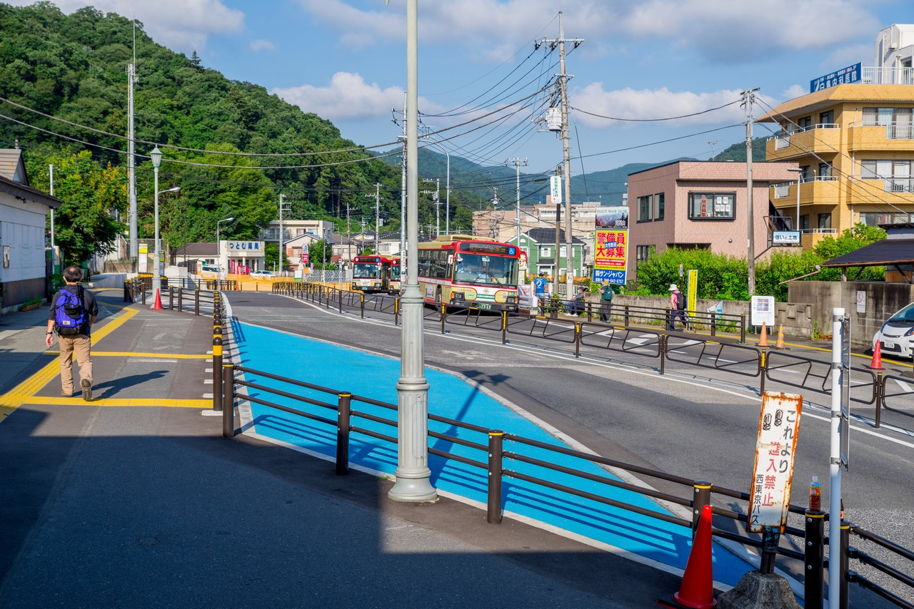 高尾駅北口のバス停