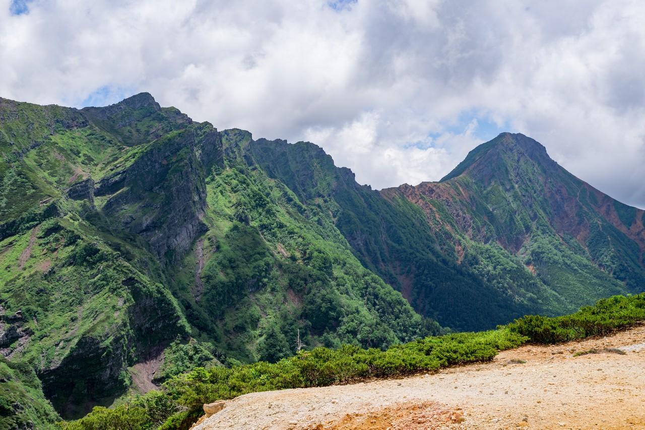 赤岩の頭分岐から見た赤岳と横岳