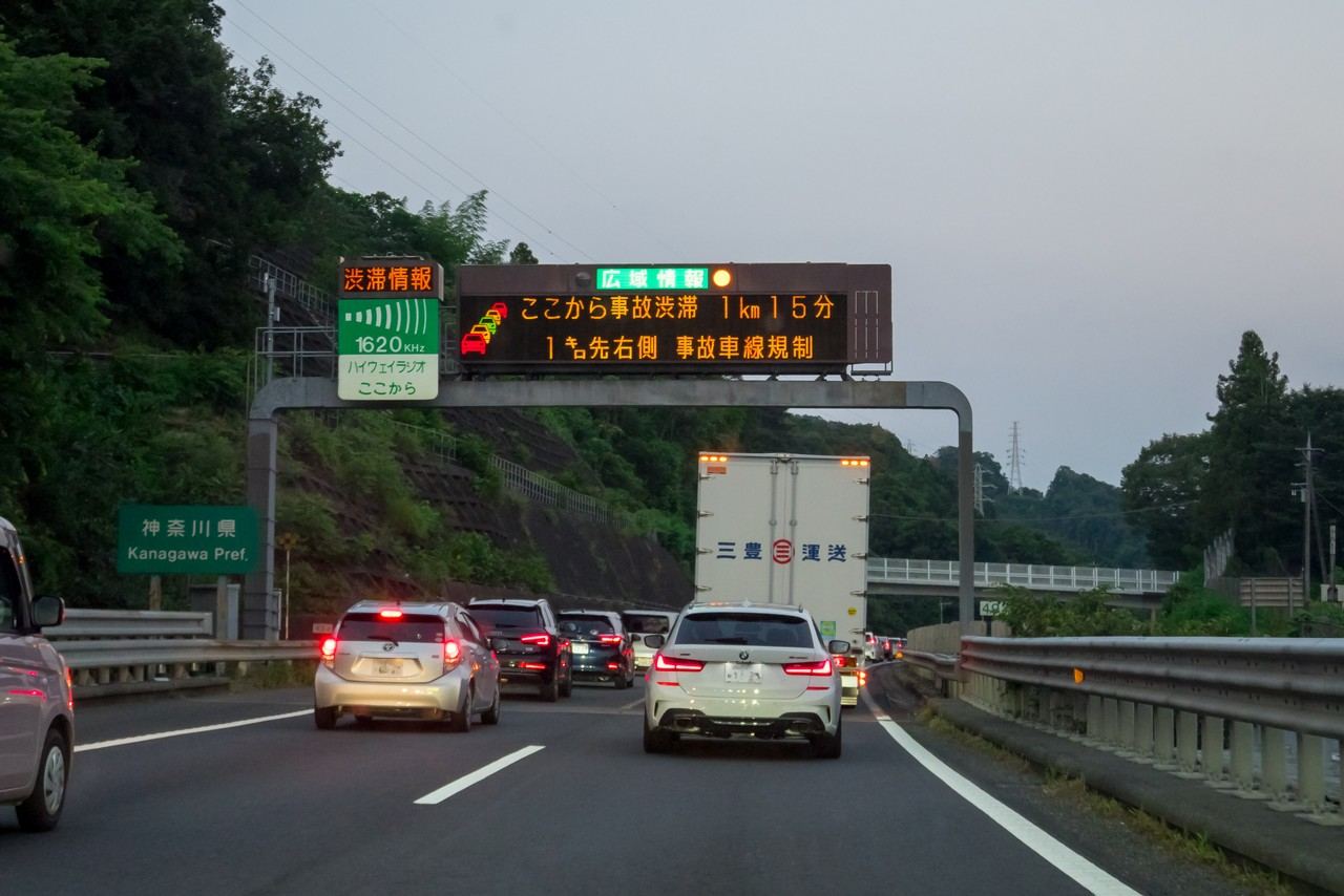 渋滞する中央自動車道