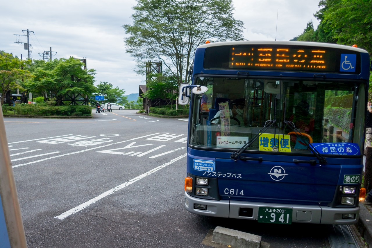 都民の森のバス停