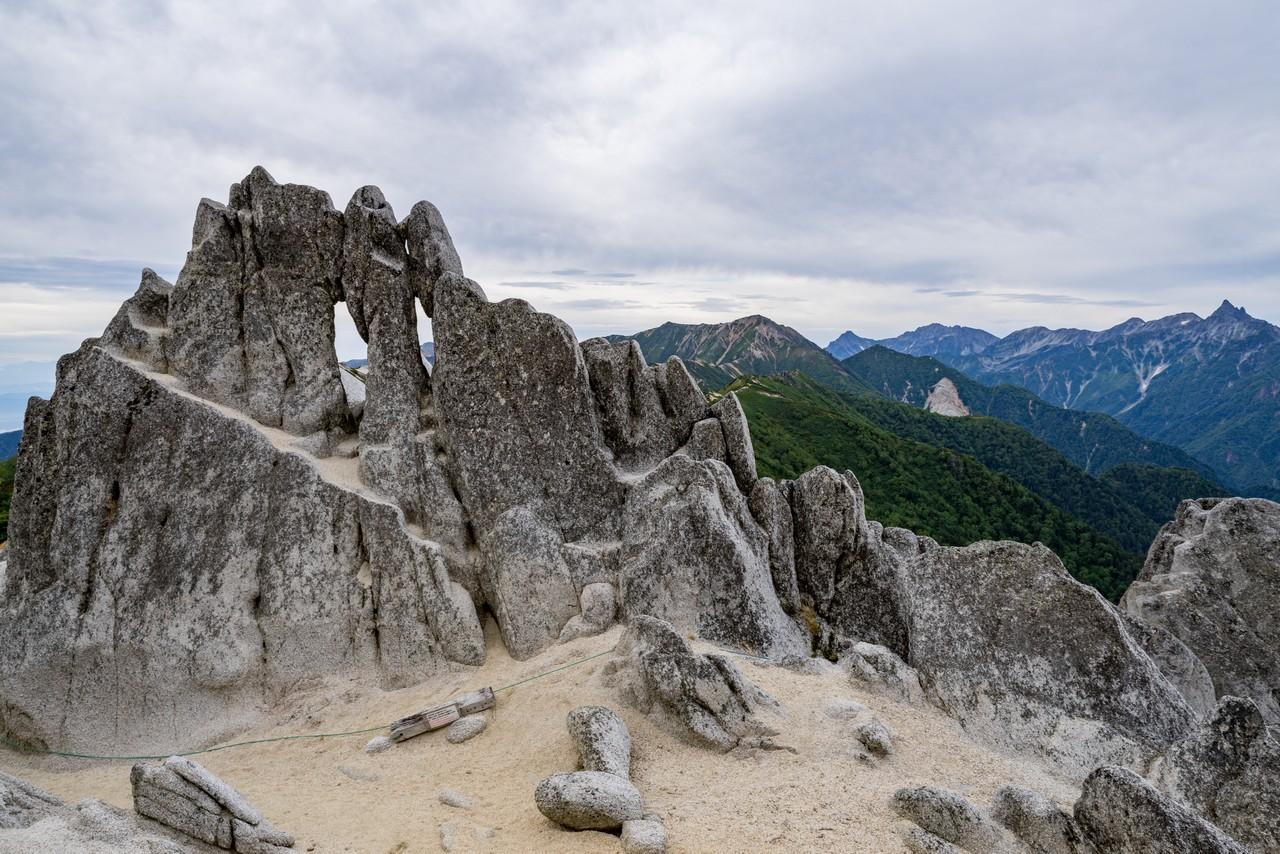 燕岳 メガネ岩