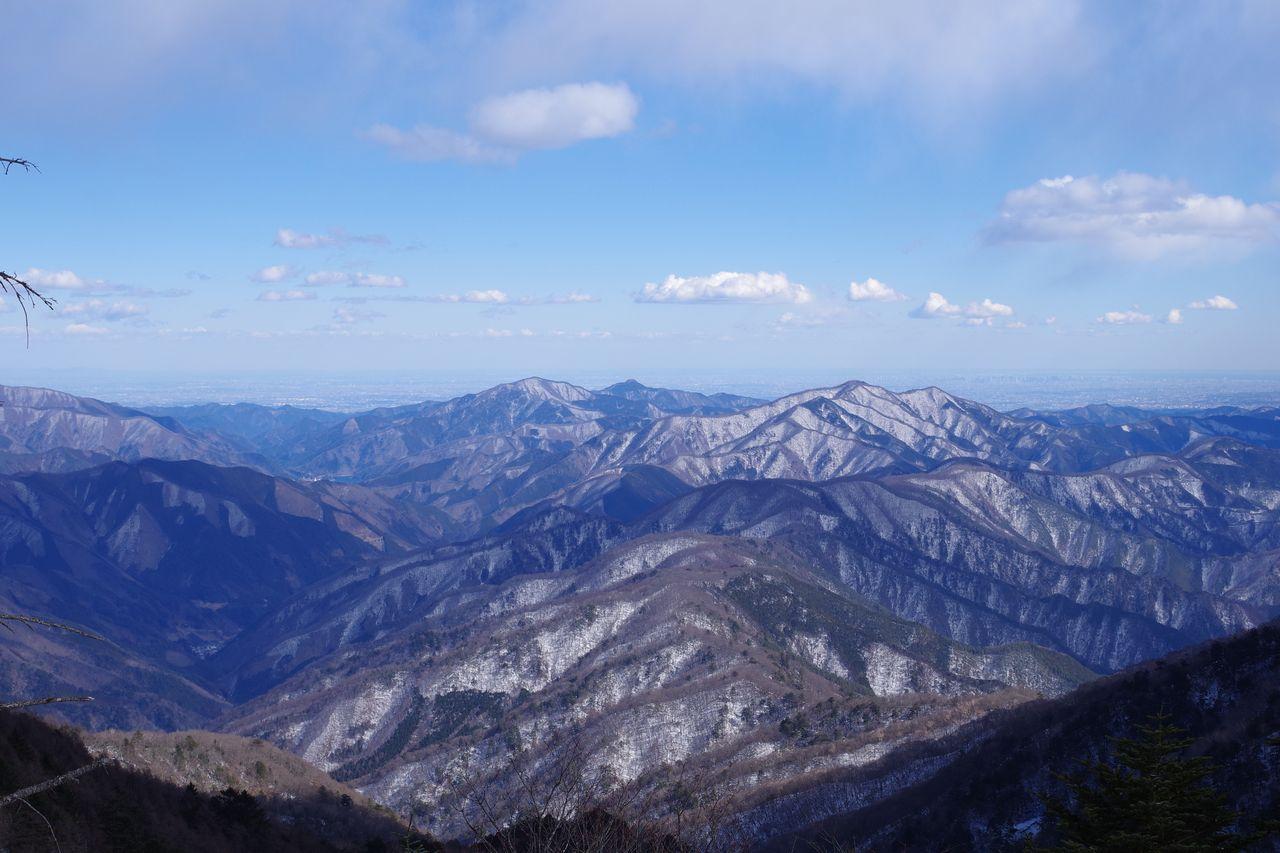 大菩薩嶺から見た冬の奥多摩三山