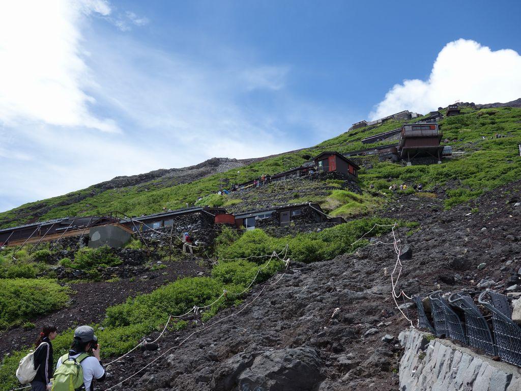富士山 吉田ルート上に立ち並ぶ山小屋