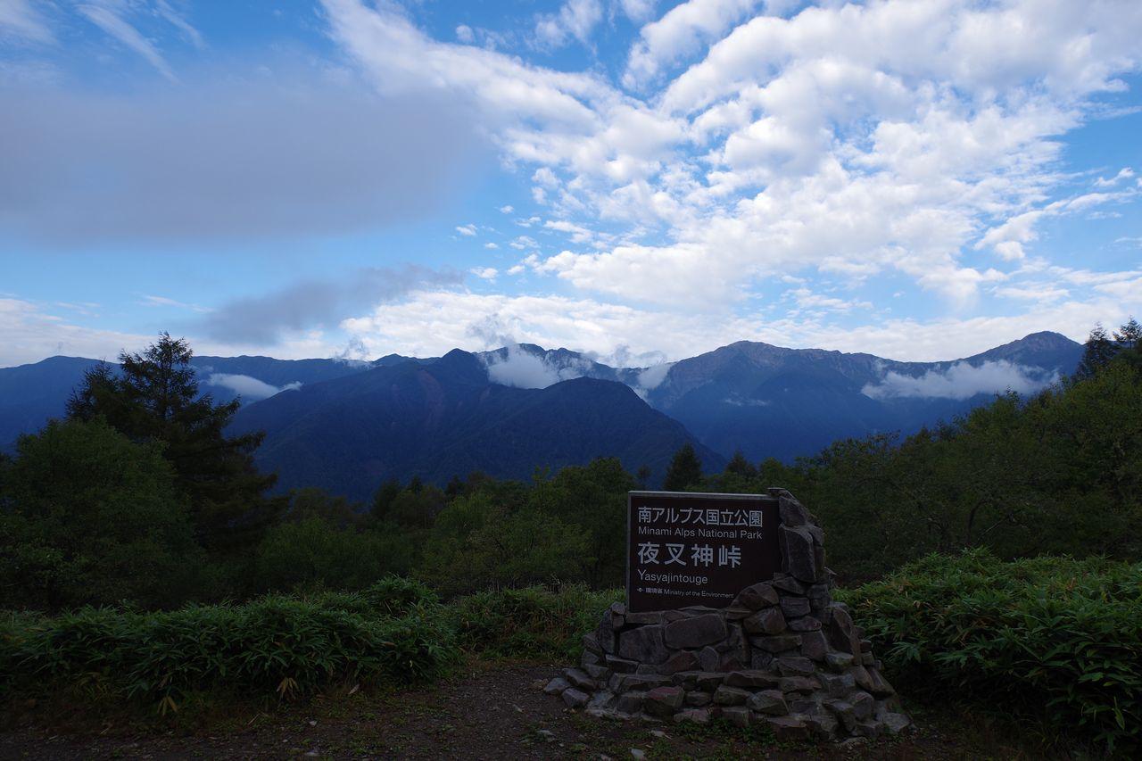 夜叉神峠から見た白根三山