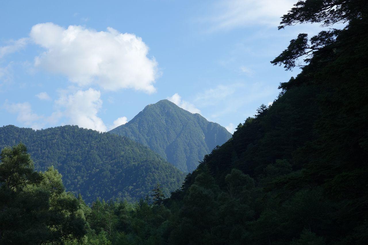 梓川付近から見た常念岳
