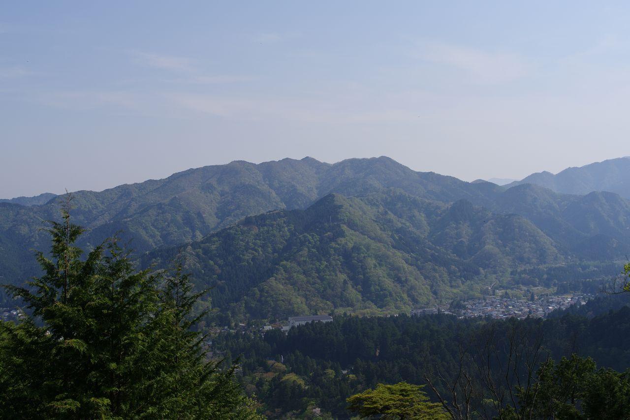 外山から見た鳴虫山