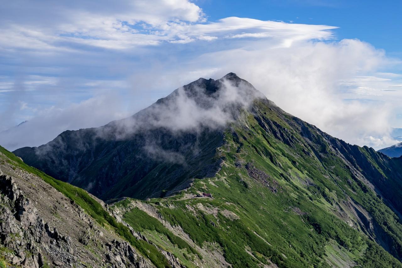 中白峰山から見た北岳