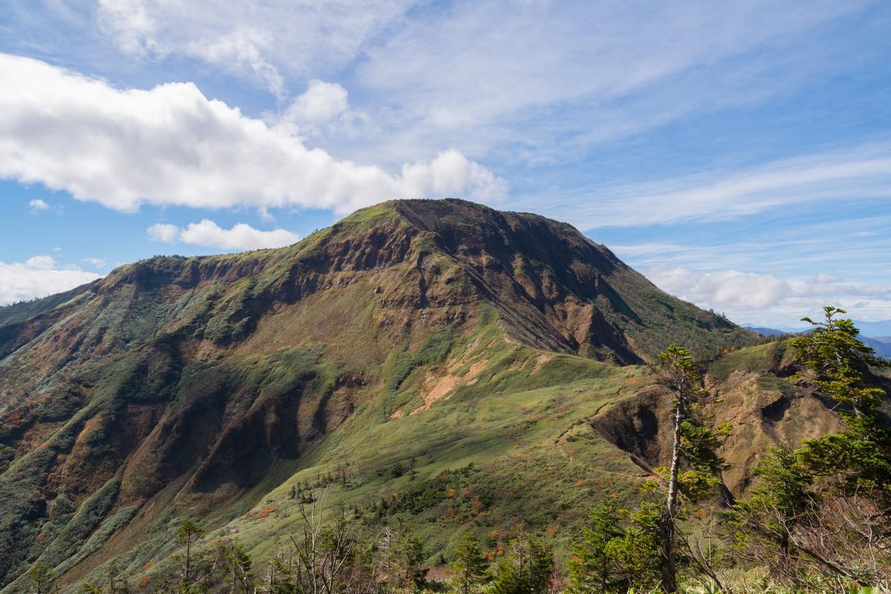 神楽ヶ峰から見た苗場山