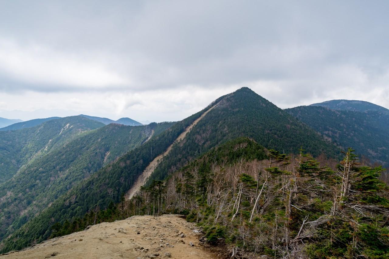 木賊山から見た甲武信ヶ岳
