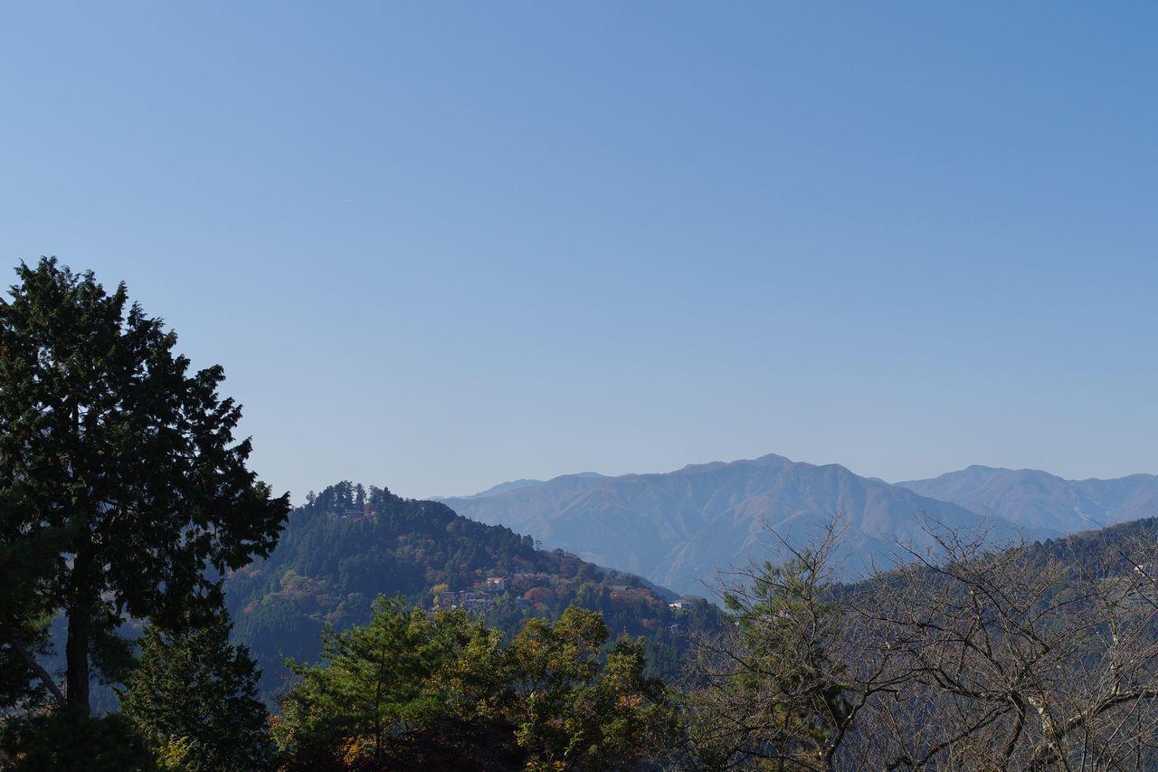 日の出山から見た御前山