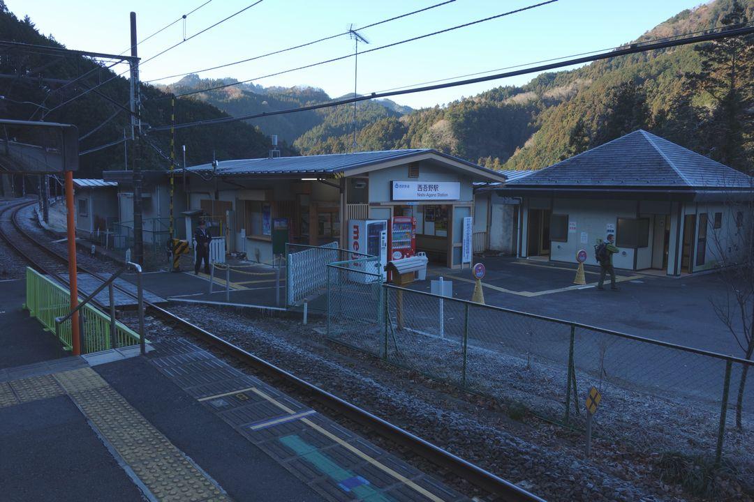 西吾野駅の駅舎