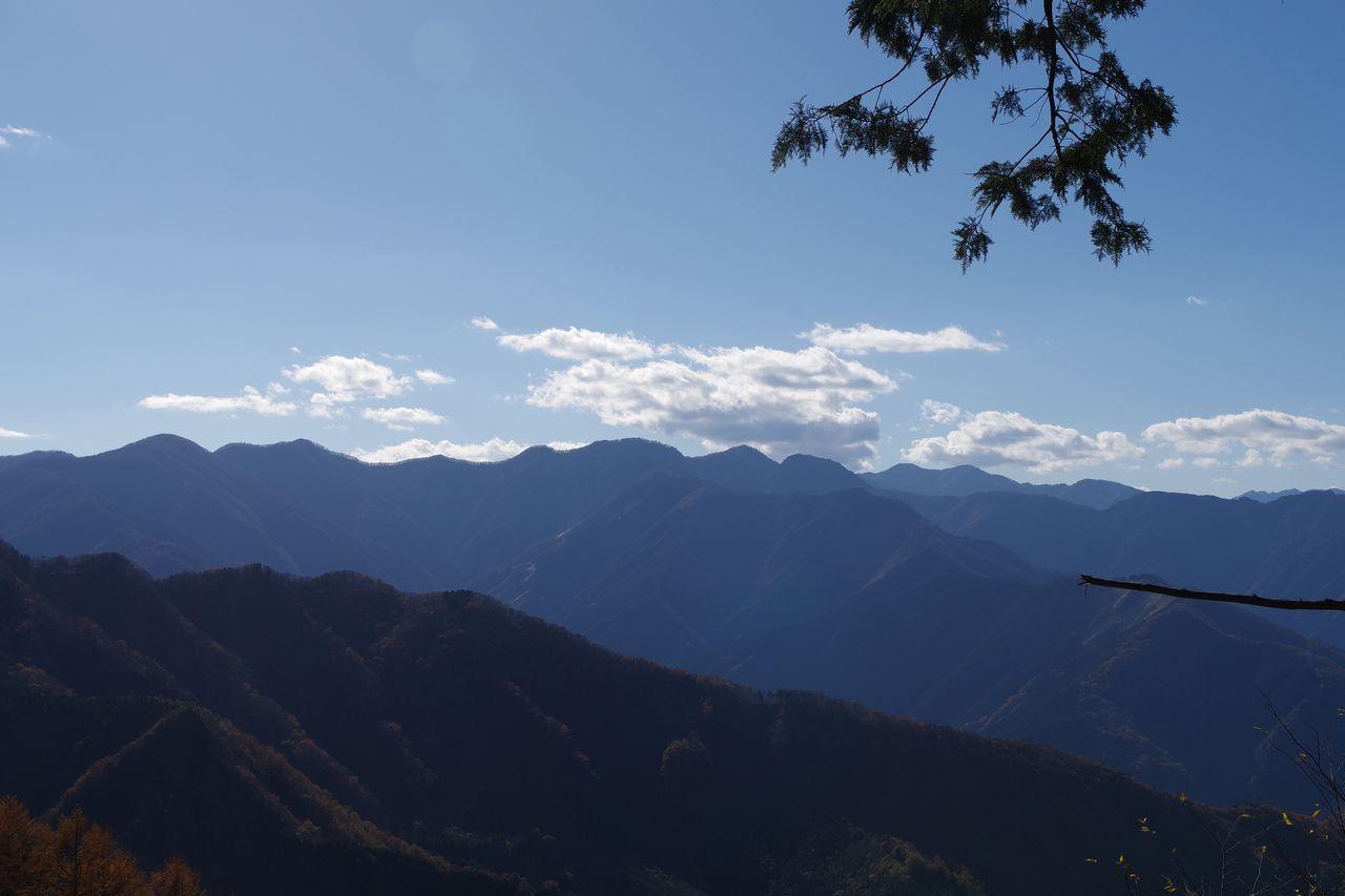 武甲山から見た長沢背稜