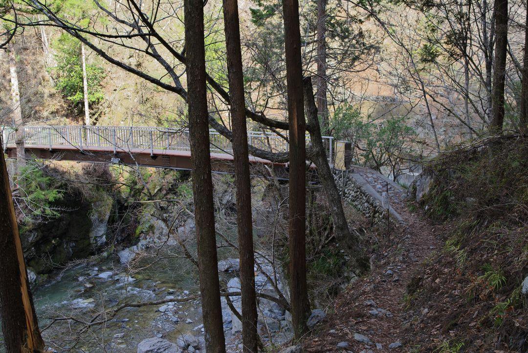 鷹ノ巣山登山口 己の戸橋