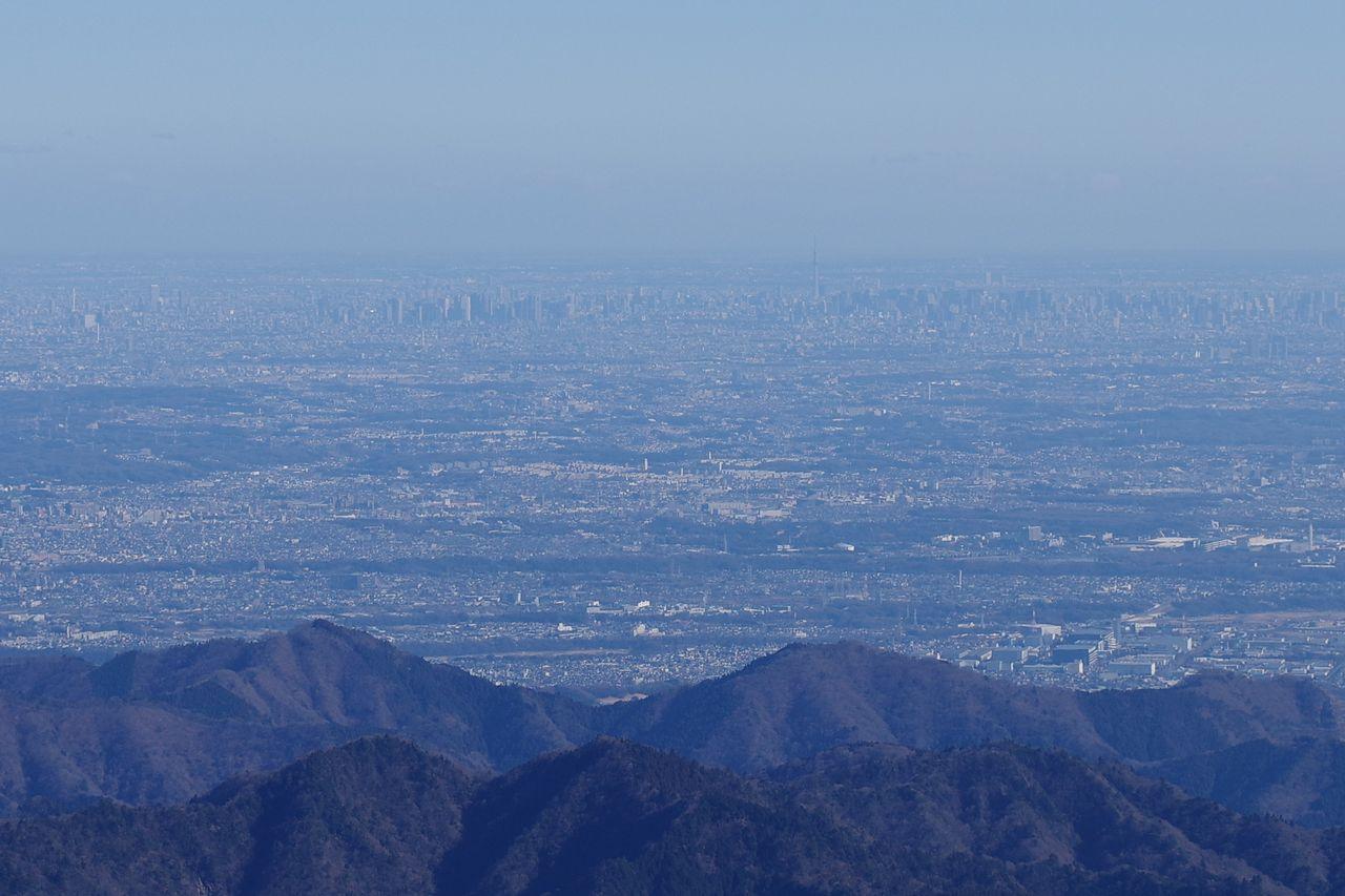 塔ノ岳山頂から見た都心の高層ビル群