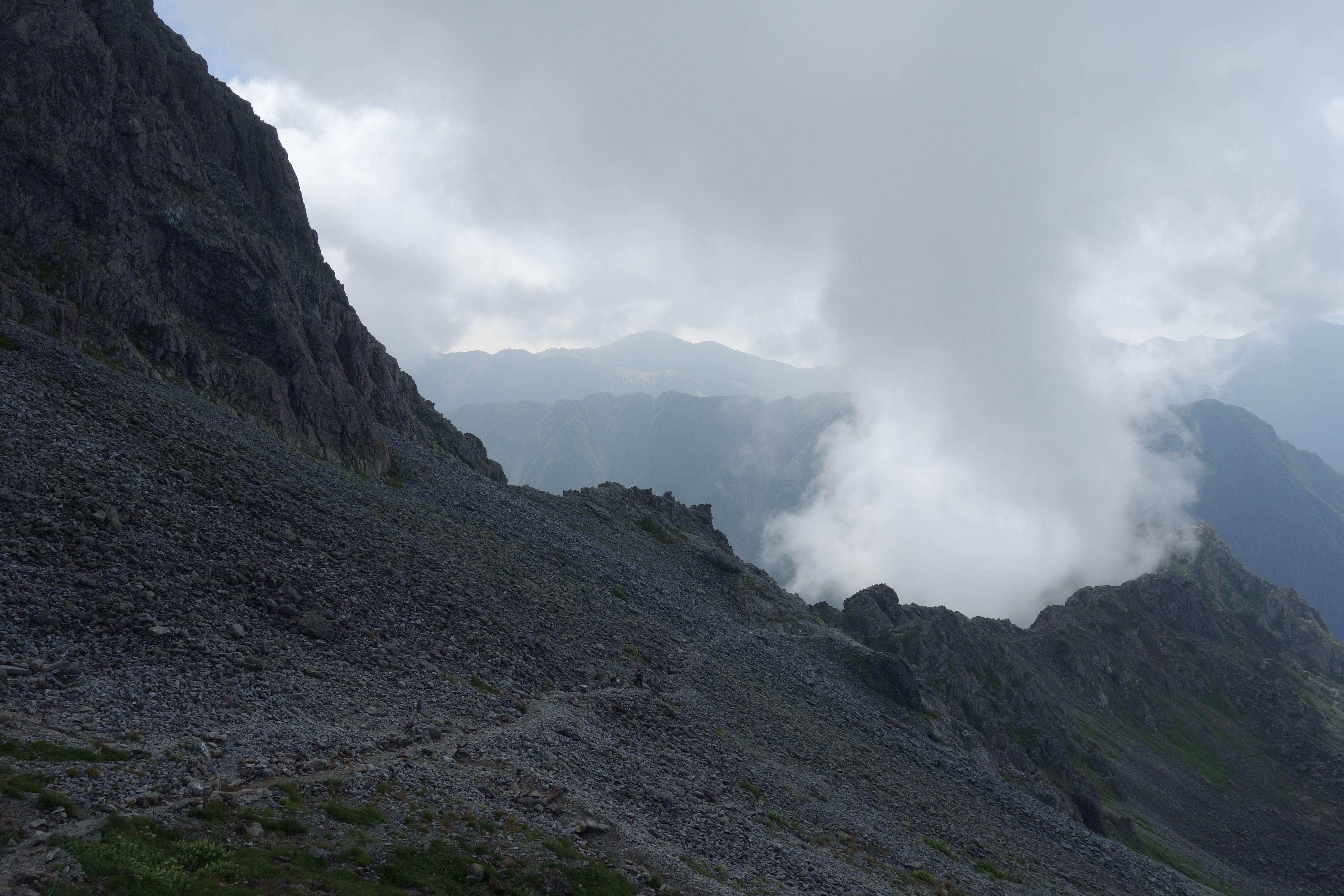 槍ヶ岳の肩から見た東鎌尾根