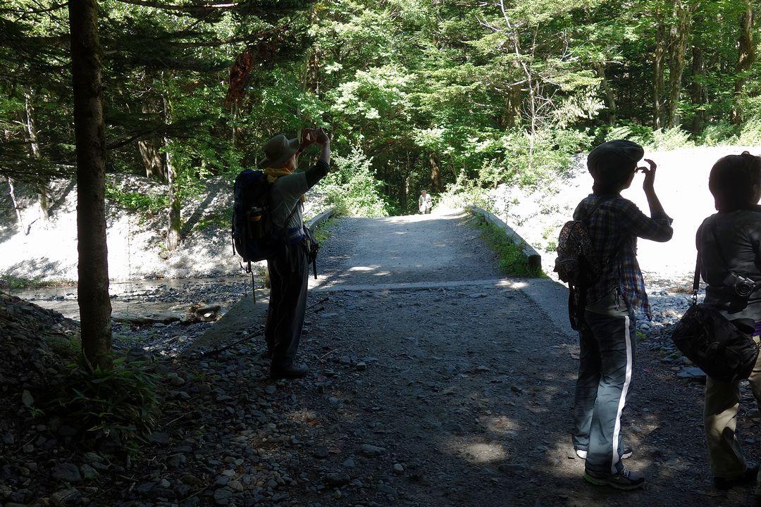 明神館から徳沢園へ向かう道