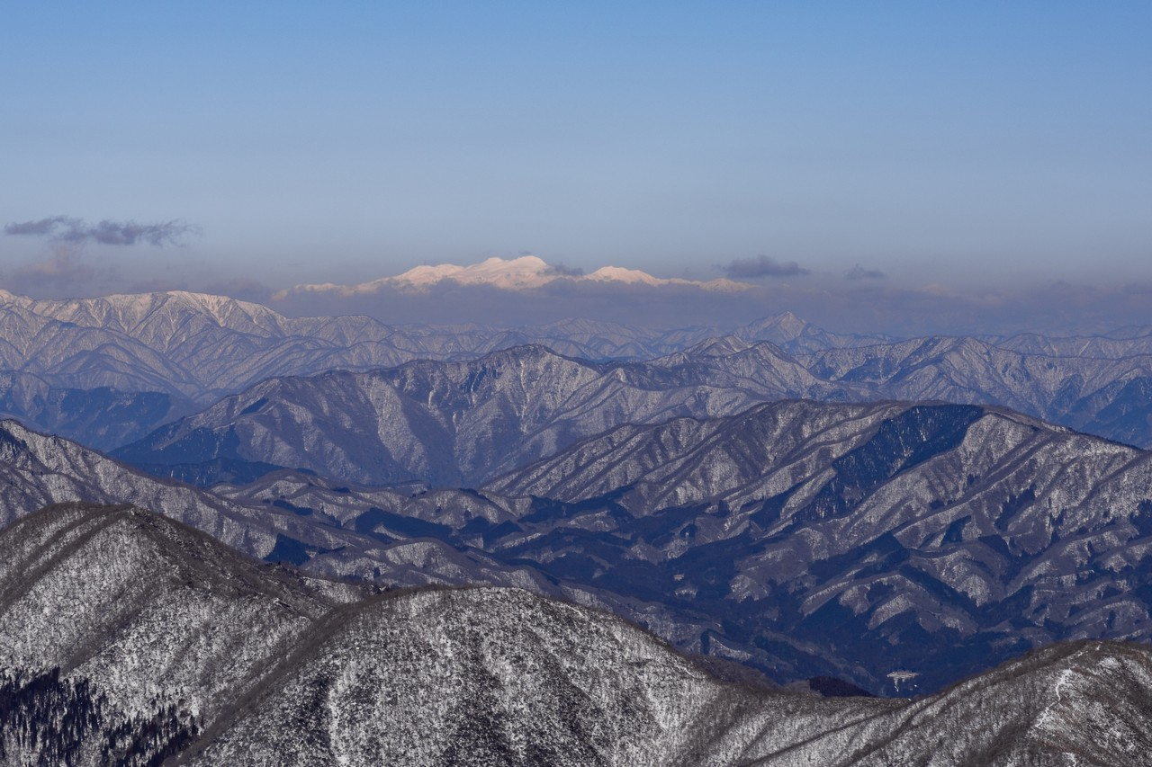 伊吹山から見た白山