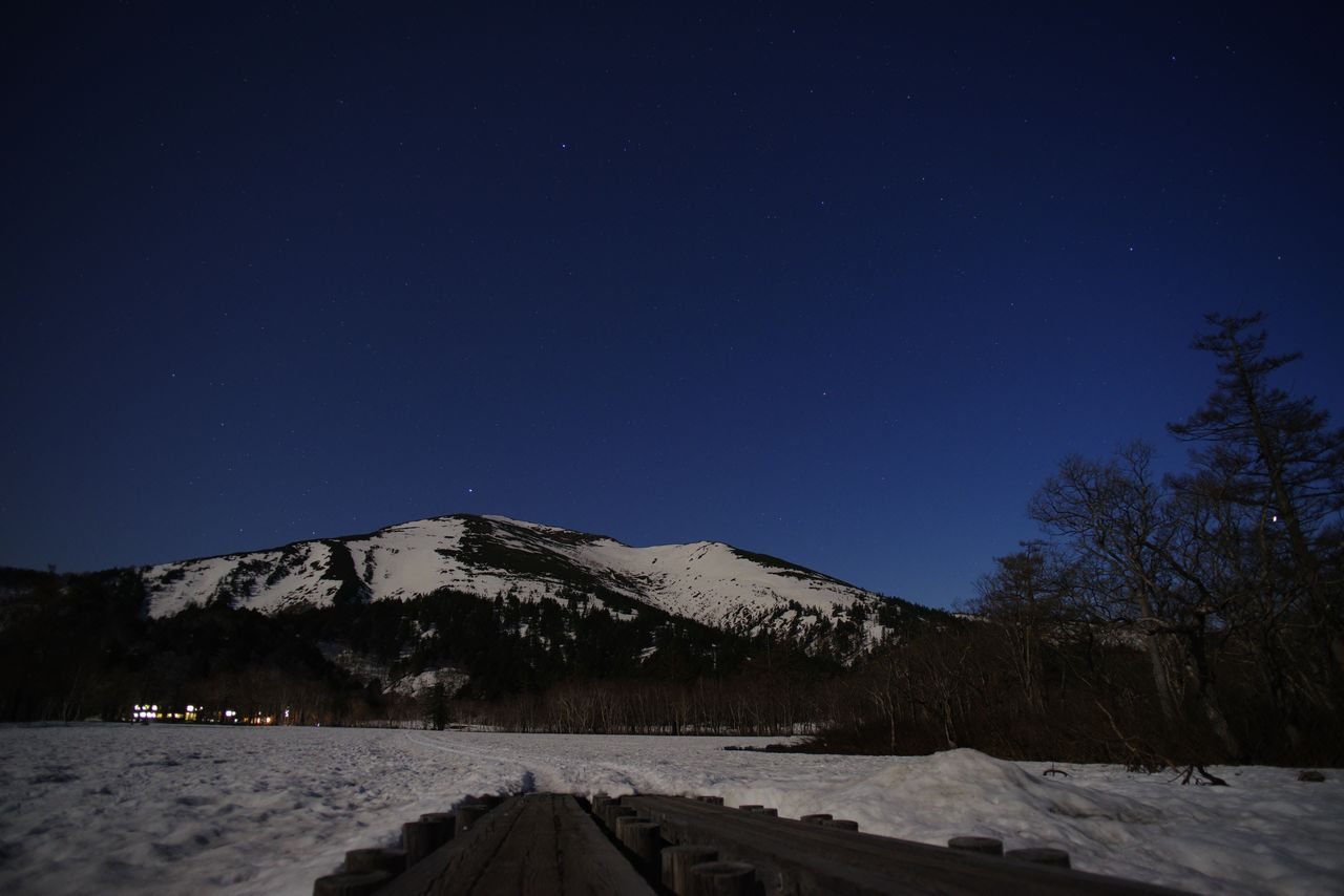 至仏山と星空