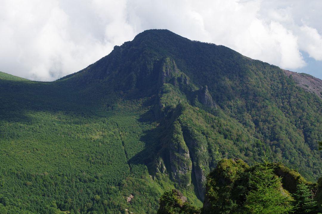 草すべりから見た剣ヶ峰