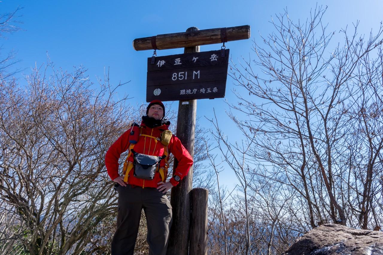 伊豆ヶ岳山頂での記念撮影
