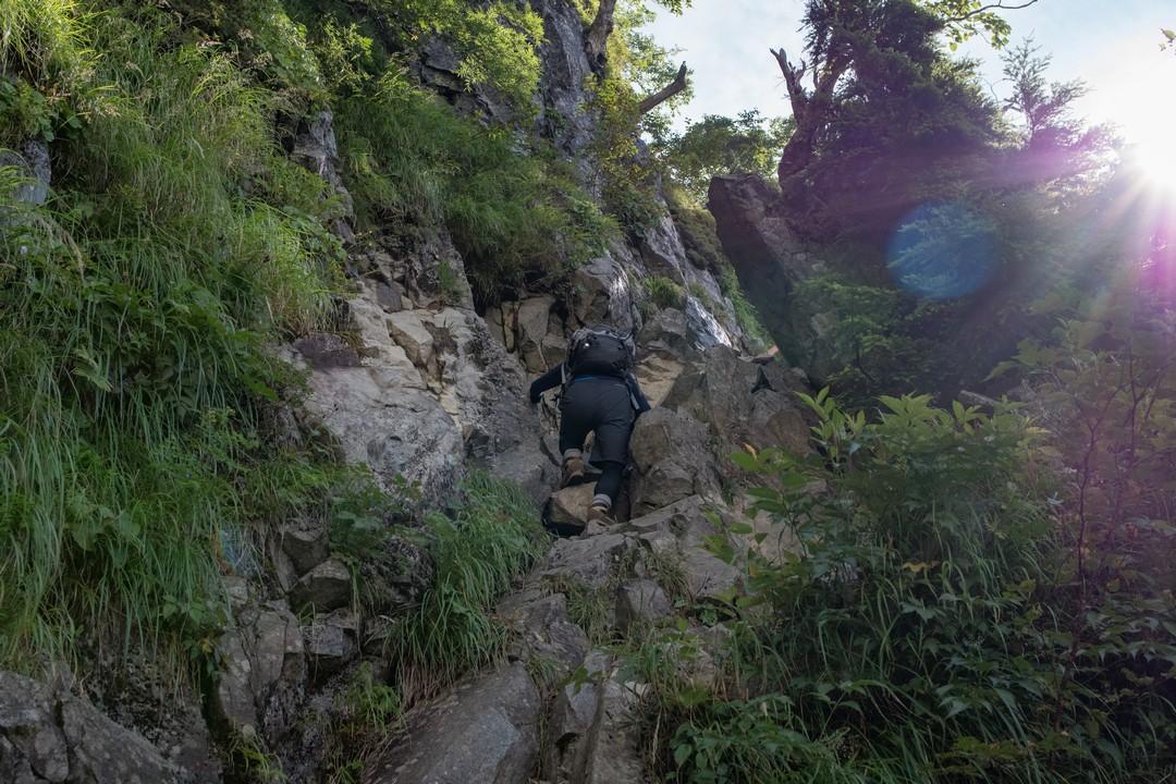 岳沢コースの岩場