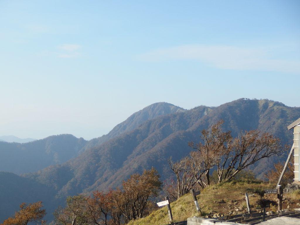 塔ノ岳から望む蛭ヶ岳