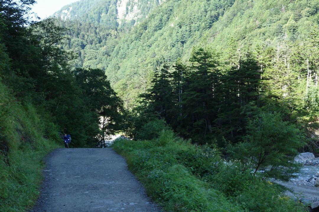 横尾から徳沢への道